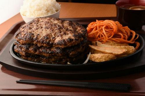 ハンバーグ定食2キロを15分以内に食べたら無料なんだが