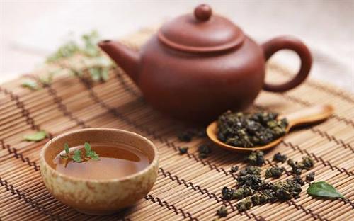 """中国産の""""痩せる緑茶""""を飲んだ少女、重度の肝炎で黄疸に…原因は農薬か化学物質か"""