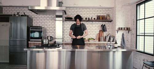 【悲報】水嶋ヒロ、仕事がなさすぎて後輩のもこみちの真似して料理系ユーチューバーに