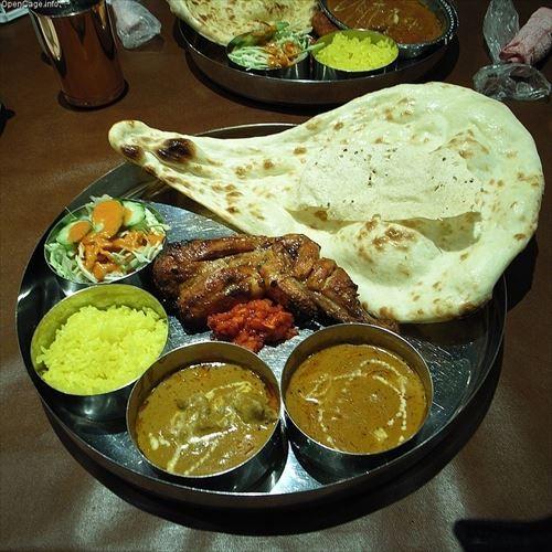 おまえら「インド人のカレー屋はコスパ最強 次々ナンのおかわり奨めてくれる」ワイ「楽しみやなぁ」