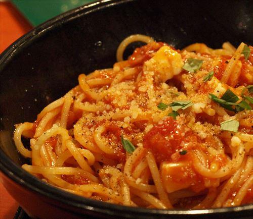 マッマ「イタリア人はフォークを回さずパスタ食べるらしいわ」ワイ5歳「はえ~イタリア人は器用やね」