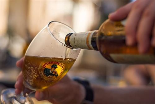 beer-italy-pokal-a-pint-pouring-italian-drink_R