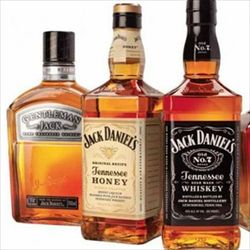 アルコール度数40%以上の酒をロックで飲める奴って味覚ないだろ