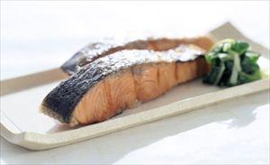 人前では残してしまう食べ物 「鮭の皮」「パセリ」「刺し身のつま」「エビフライのしっぽ」