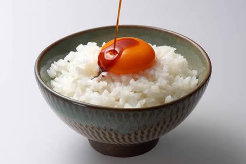ご飯+半熟卵+醤油+味の素wwwwwwwwwww