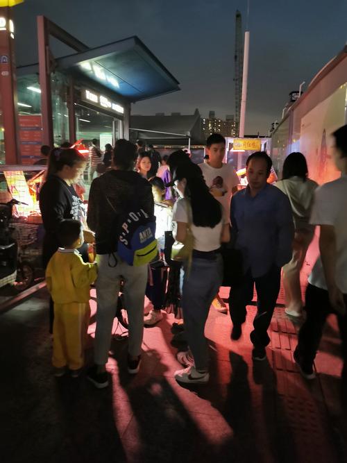 【画像】中国で大人気の屋台の寿司 2貫1.5元(23円)から