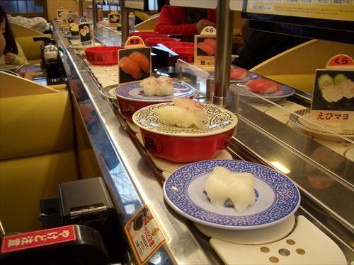 くら寿司で素手で寿司食うのってマナー違反なんか?