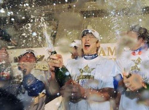 プロ野球の悪しき伝統ビールかけ、勿体無い、粗末にするな、水でいいじゃん、相次ぐ批難