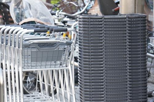 スーパーで安い食材や割引弁当買って食事を済ませてる人ってそれで満足なの?