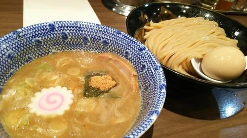 ラーメン屋「うちのスープは何日も煮込んでーこだわりの出汁でー」 ワイ「で、麺は?」