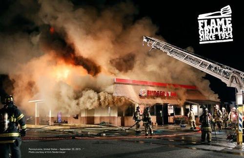 【悲報】バーガーキング、直火焼きを証明するため、火事になった店舗の写真を広告に使う