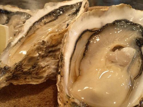 加熱用の牡蠣1パック300円→生でレモンと醤油つけてチュルッ!