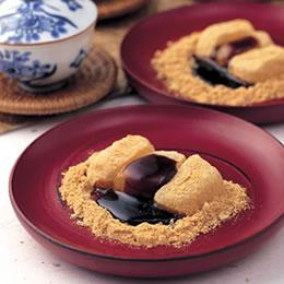 信玄餅の綺麗な食べ方が分からない、いつも鼻息で飛んでいく (´;ω;`)