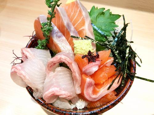 このサーモン丼に650円払える?