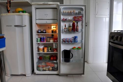 refrigerator-in-the-kitchen-with-food-725x482_R