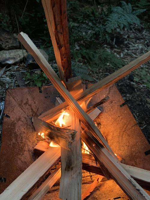 ワイソロキャン初心者、ワイしか泊まらないのに一番隅にテントを張る