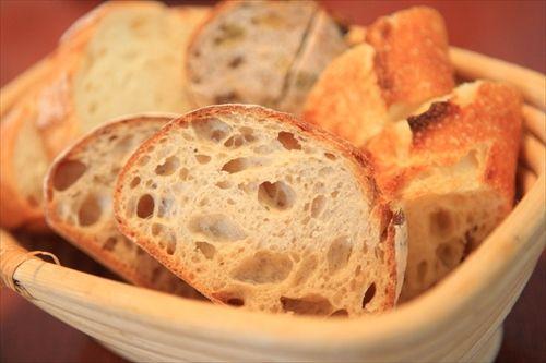 日本人「フレンチではソースをパンで拭うのがマナーだよ」  フランス人「は?」