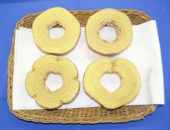 世界初!福井の菓子機器メーカー「形自在バウムクーヘン焼き機」を開発 ハートや五角形も自在に