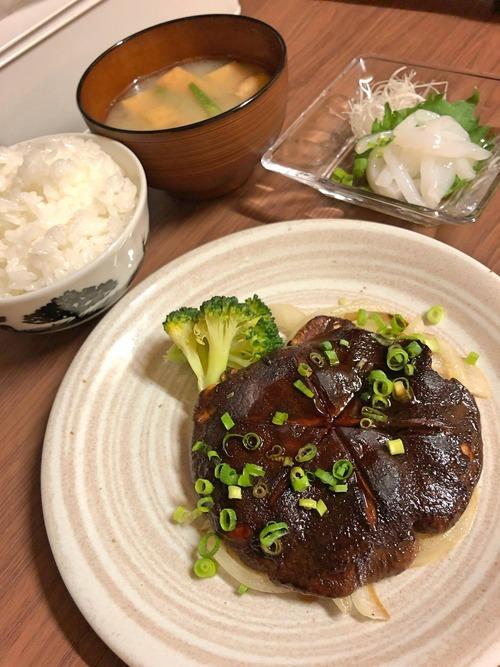 【画像】俺の作ったステーキ定食wwwww