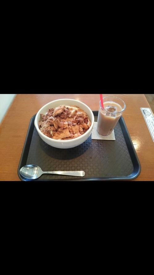 西新宿の鶏皮丼500円