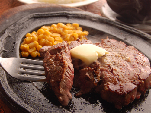 え?ステーキとかハンバーグってこうやって食うんじゃねぇの?