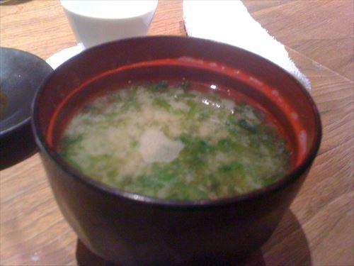 ワイ朝食大臣味噌汁をじゃが豆腐玉ねぎに統一