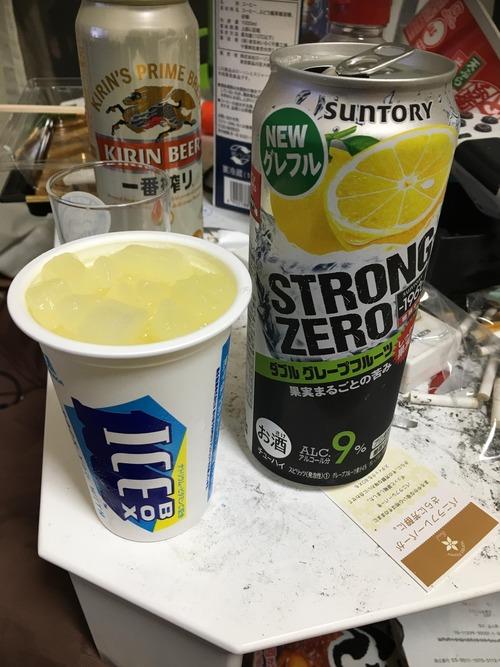 ストロングゼロでこういう飲み方する奴wwwwwwwww