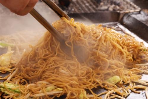 馴染みのない土地で飯を食うとき、とりあえず焼きそばを食うという安全策