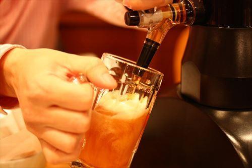 ビールいっぱい飲むマンの正体wwwwwwwwwwww