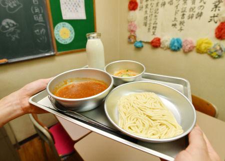 昭和の人気給食「ソフトめん」製造中止か