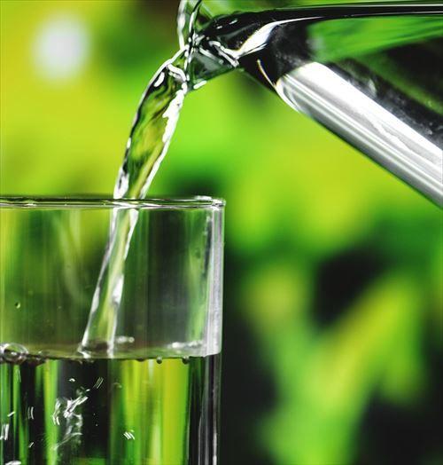 ジュースより水ばっか飲んでるやついる?