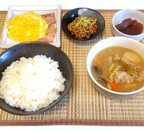 ワイの作った とん汁朝食(300円)
