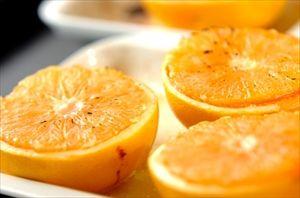 グレープフルーツに蜂蜜をかけてオーブントースターで焼く。おいしいよ。