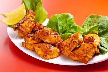 鳥モモ肉をヨーグルトにカレー粉を混ぜたものにつけて焼いたタンドリーチキンもどきににハマってます。