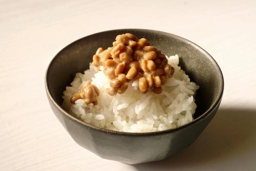 納豆はわざわざご飯の上に乗せる必要ない