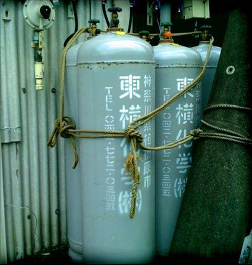 Tōyoko_chemical_-gas_cylinders_R