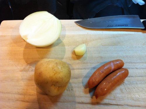 冷蔵庫の余り物からジャーマンポテト作るよ