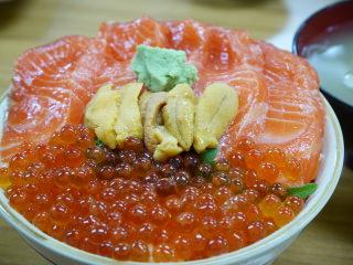 ご飯がアチアチの海鮮丼とかいう無能飯