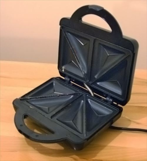 Sandwich_toaster_open_R