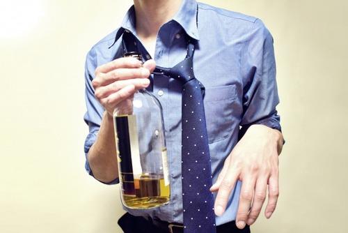 ビール飲みながらの「在宅勤務」が日課に  バレたら「解雇」される?