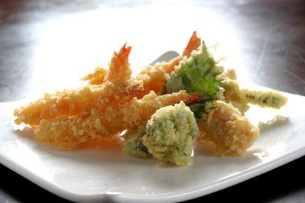 天ぷらにつける調味料でそいつがどのレベルの人間か分かるんだよね 塩=上流階級 天つゆ=貧乏人
