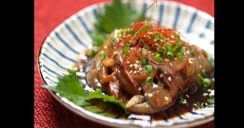 特製のタレがしみ込んだ「アジのヅケ刺身」丼飯にのせて卵黄を落としても美味しいです