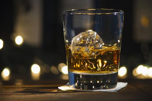 酒弱いけどウイスキーいくつか買ってみたからまずはストレートで飲んでみるwwwwwwwwwwww