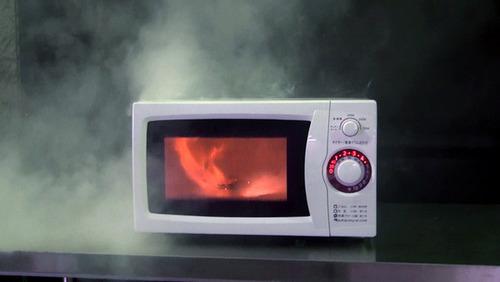 「いもが焦げて発火した」 電子レンジの発煙・発火に注意 汚れや温め過ぎが原因