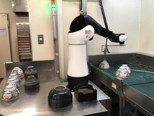 吉野家が食器洗い機導入 ロボット「CORO」を導入 また人間の仕事がAIに食われた
