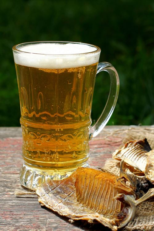 コーラやサイダー麦茶には氷を入れるのにビールには絶対に入れない風潮がおかしい