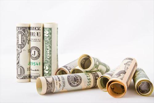 家賃「6万貰うで」食費「2万な」光熱費「1万ね」年金「1万頂き!w」