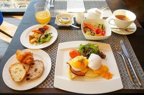 The_Gate_Hotel_Kaminarimon_breakfast_20140929-001_R