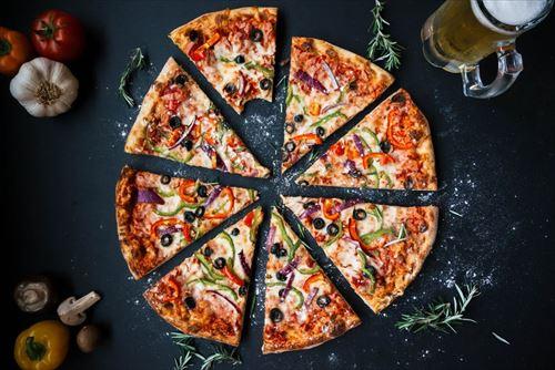 【悲報】若者のピザ離れが深刻 何でお前らピザ食べないの?