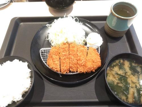 【朗報】松の家の朝ロースカツ400円wwwwwwwwww